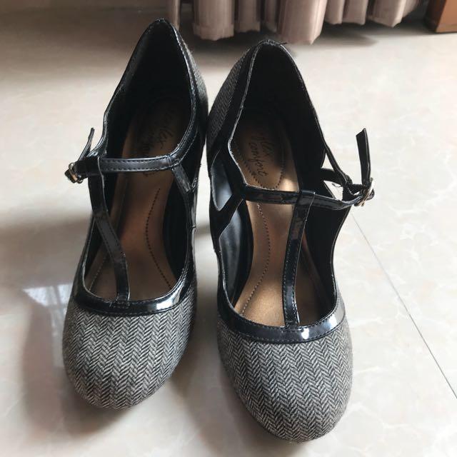 Hi-Heel size 6 1/5 setara 36 an PAYLESS