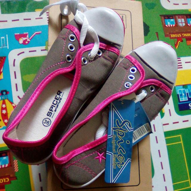 Imported, Size 6 Rubber, Grey And Pink Color