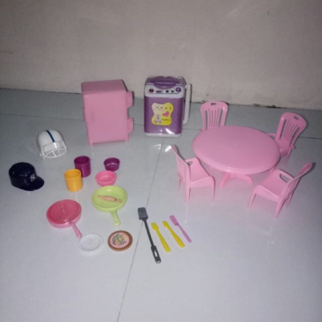 Kelly & chelsea size barbie accessories