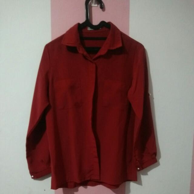 Kemeja Merah Darah
