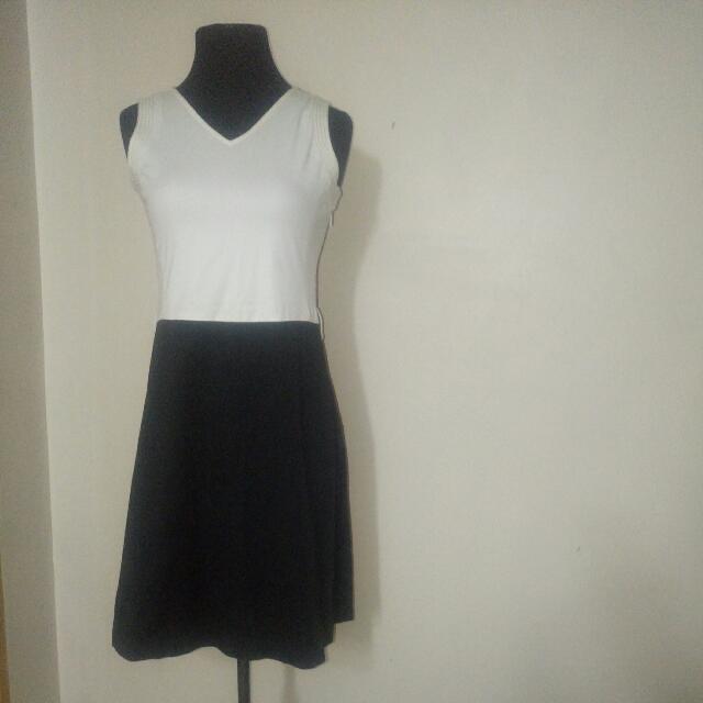 MaxCo Sleeveless Dress - Medium