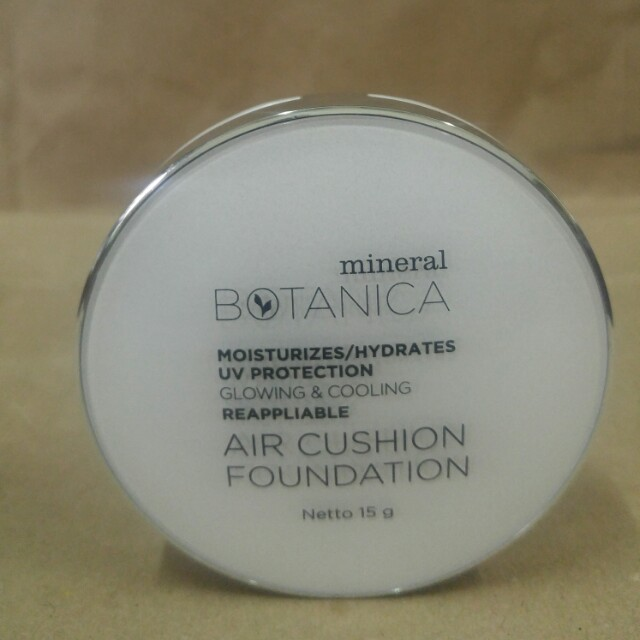Mineral botanica air cushion foundation, Health & Beauty, Makeup on Carousell
