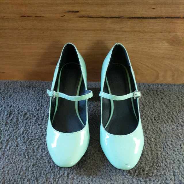 Retro style mid heels
