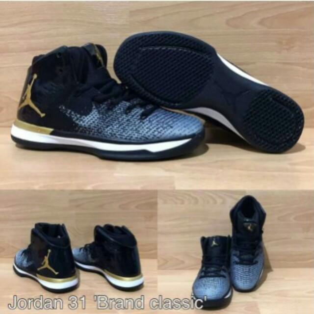 Sepatu Basket Nike 05816e85ef