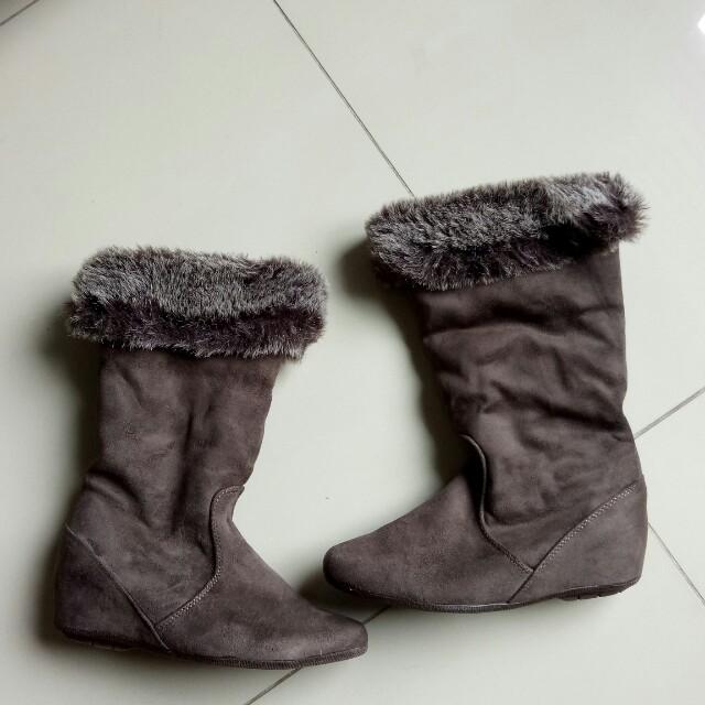 Sepatu boot musim dingin 95% spt baru