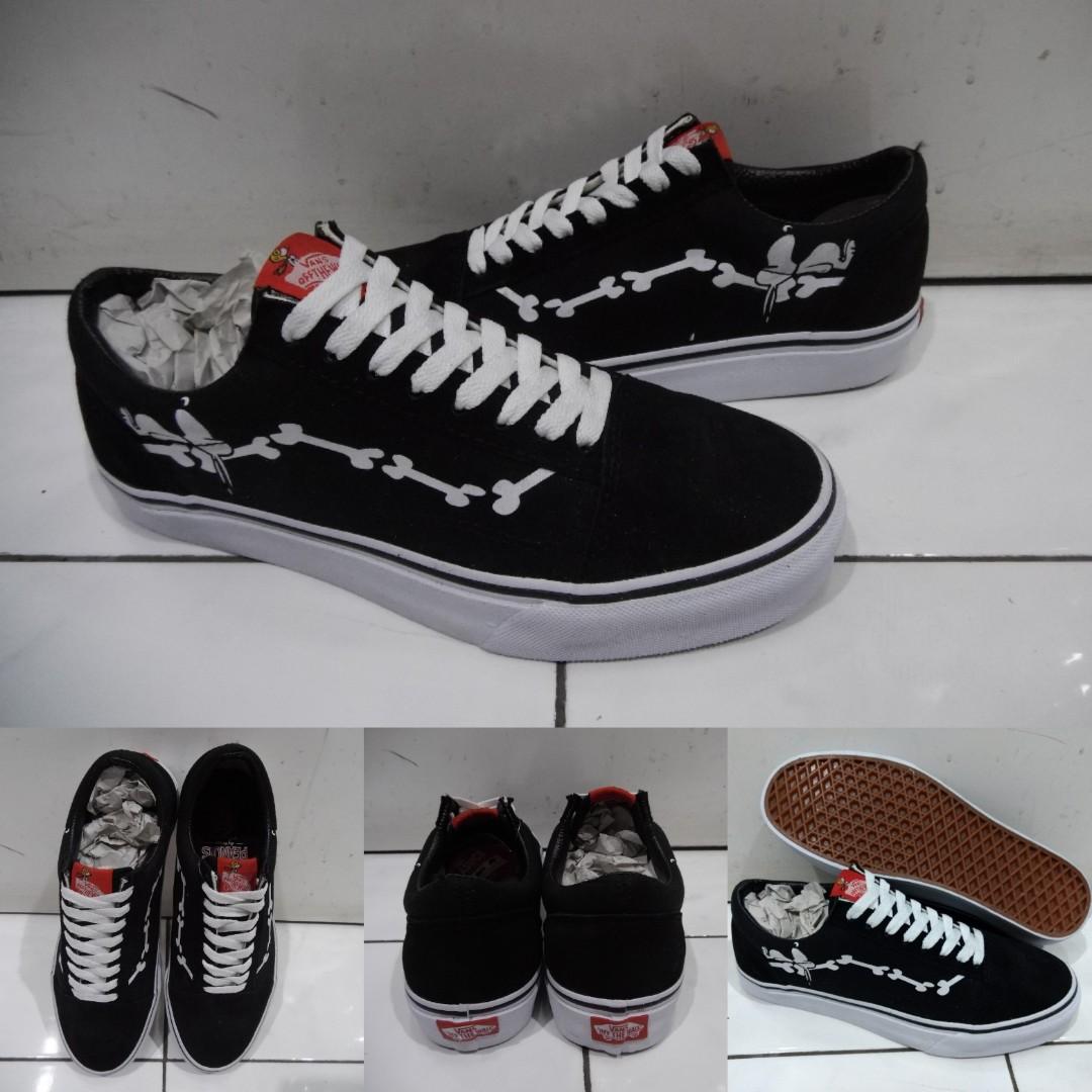 c9c7502168357a Sepatu Kets Vans Old Skool Peanuts Collections Snoopy and Joe Cool ...