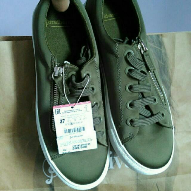 Sepatu STRADIVARIUS Satin Plimsolls With Zip