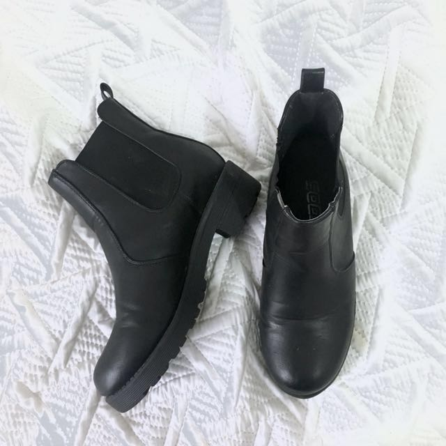 Soda chelsea boots