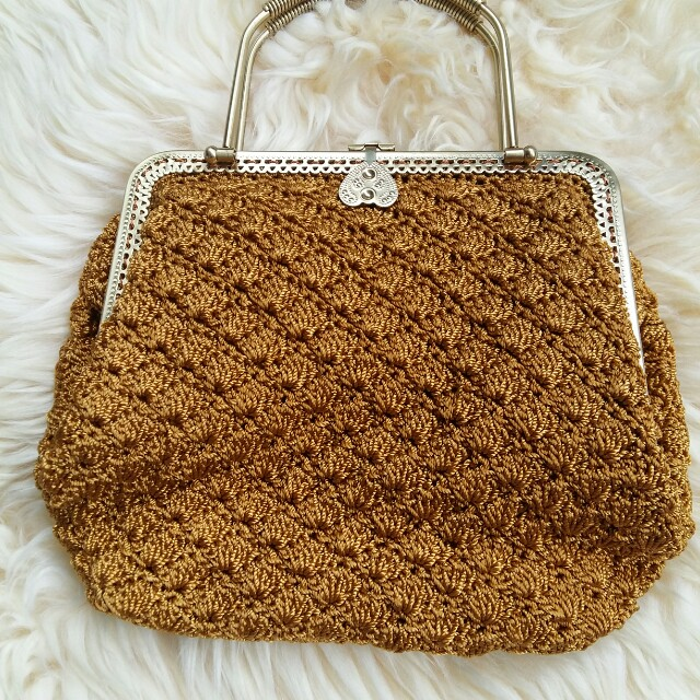 Tas Rajut Handmade Untuk Pesta Model Pola Rajut Kerang/Kipas Gagang/ Handle Besi Warna Emas Not Dowa Denina Hany