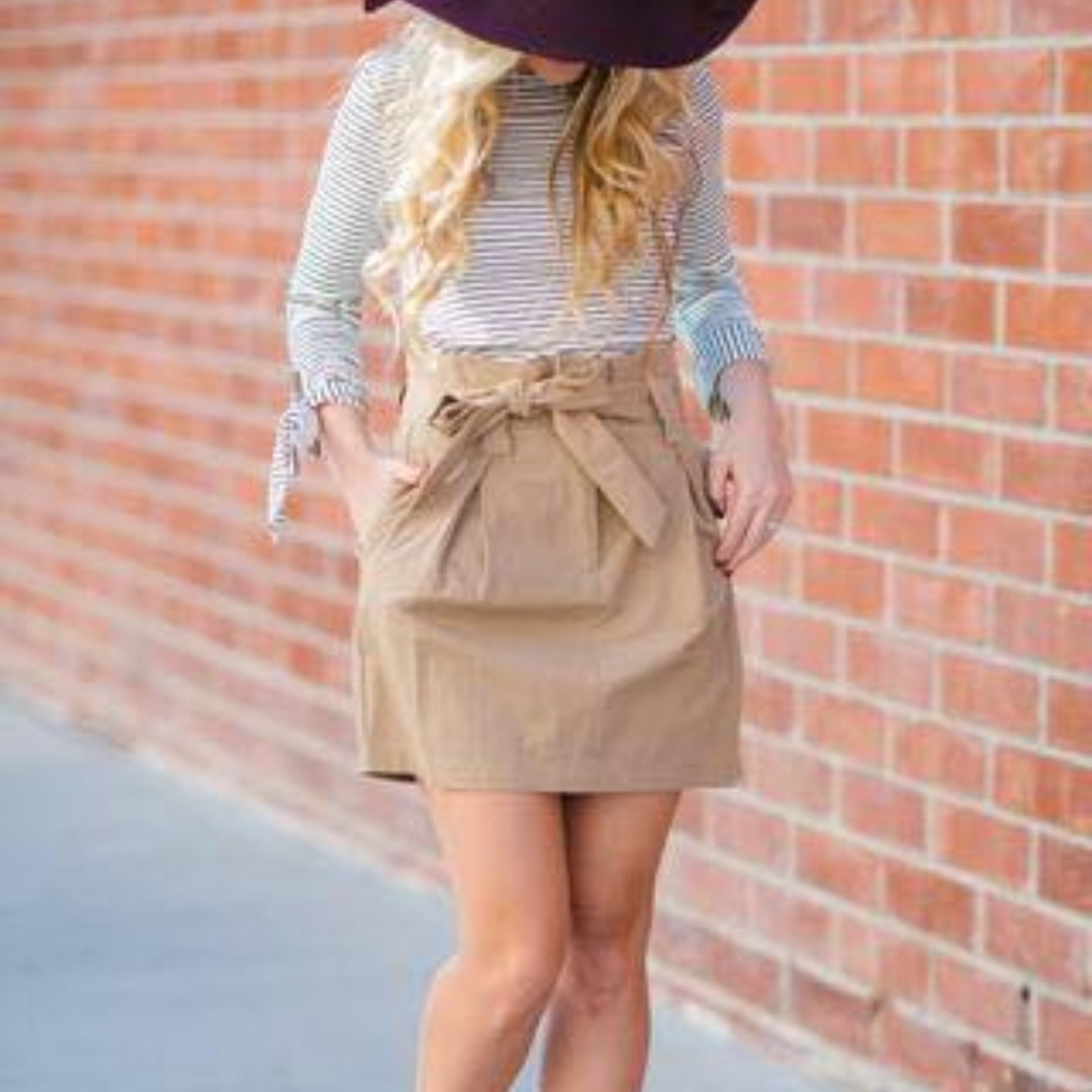 TERNO TOP AND BEIGE SKIRT