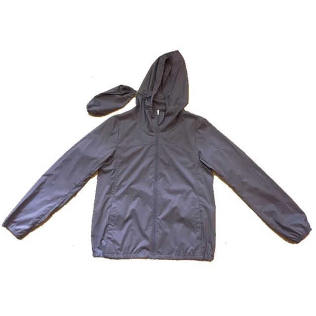 Uniqlo lightweight jacket with pouch