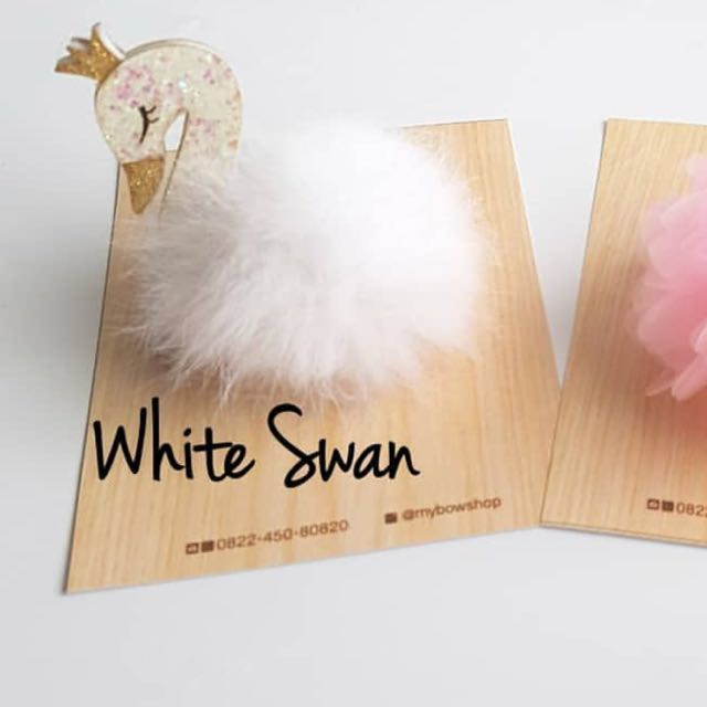 White swan hairclip