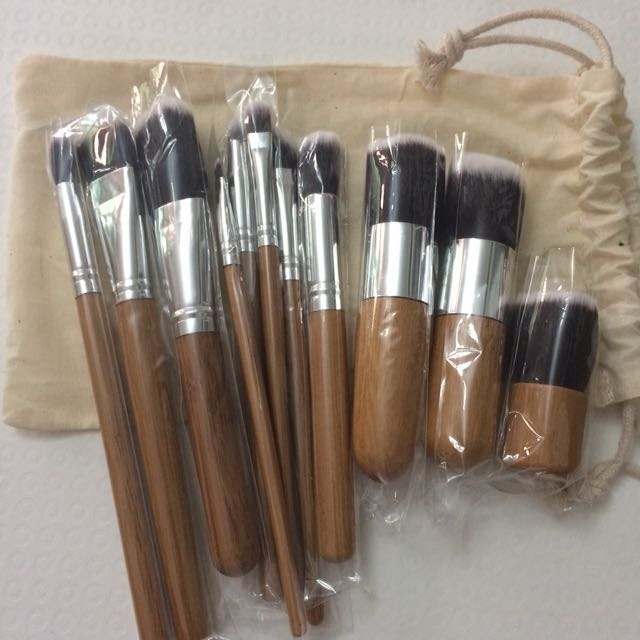 Wooden Kabuki Brush Set of 11. Free Pouch. Free Ongkir!