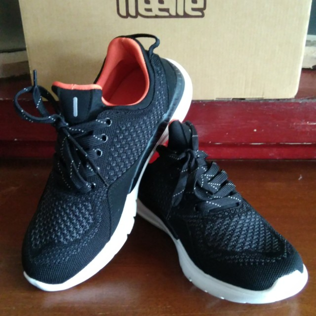 f8a4bbca81 xiaomi_freetie_smart_shoes_1516290678_042a4f9c.jpg
