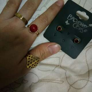 Set: Rings and Stud Earrings (Gold and Red)