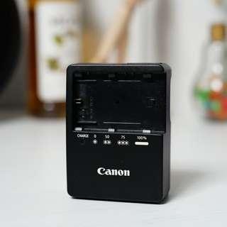 Original canon LP-E6 charger