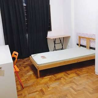 3mins walk to Payalebar MRT. Condo Common Bedroom for rental