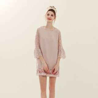 全新 lovfee 小鹿斑比繡花袖蕾絲洋裝
