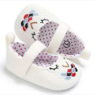 Brand new baby prewalker crib shoes