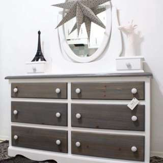 BEAUTIFUL 6 DRAWER DRESSER WITH MIRROR
