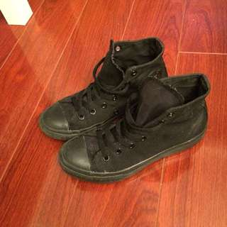 black converse size 5 women's/size 2 youth