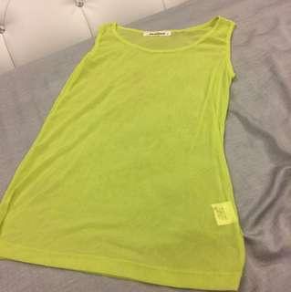 綠色透明背心「穿過一次」
