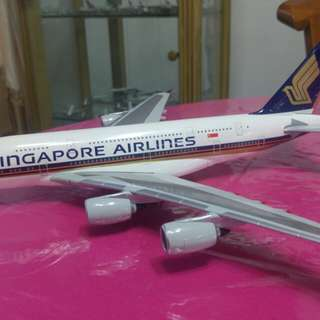 Hogan 1:200 Singapore Airlines 9V-SKA with landing gears attached and stand included.