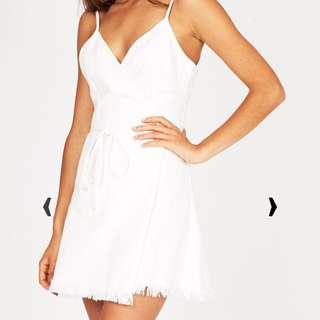 SUBTITLED WHITE COTTON FRAYED WRAP DRESS