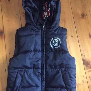 SPRIDER KIDS - Polyester Hooded Navy sleeveless Size 3/4 zip vest (still with original tags)