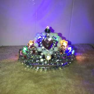 Led battery operated tiara display