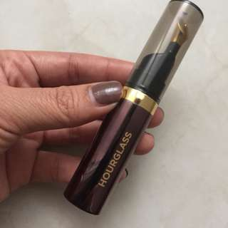 Hourglass lip oil