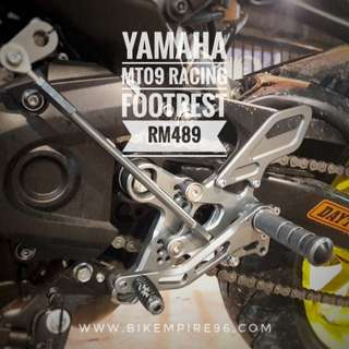 Yamaha mt09 racing footrest rm489 - more comfort - plug and play - selective position for you footrest - quality meterial - color matching for your bike  Wasap 0126135416 Readystock readypos!