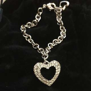 Authentic Swarovski heart shape pendant bracelet (brand new)