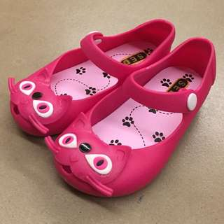 Brand New never worn before pink Melissa lookalike cat kids shoes