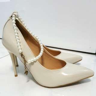 Velvet Occasion Pearl Anklet Pumps