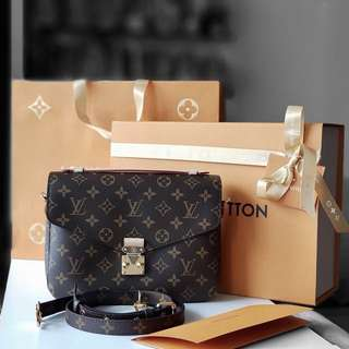 Authentic Louis Vuitton Pochette Metis LV