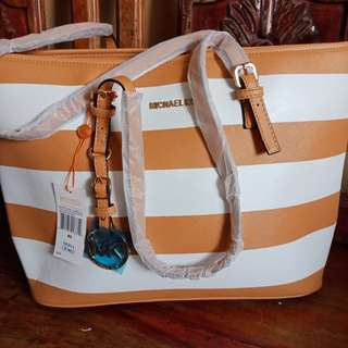 Free Shipping!!! Michael Kors Bag Classic (with freebies)