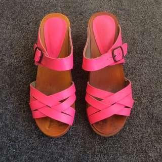 Lipstik Fluoro Pink Clogs