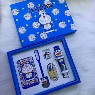 "POWER BANK GIFT SET   +POWER BANK 8800mAh HELLOKITTY, DORAEMON, + TONGSIS  + RING HOLDER  + USB STICK LED  + USB CHARGE MICRO USB"" PACKING EXCLUSIVE  1SET= 5PCS   SUPORT FOR ALL SMARTPHONE"