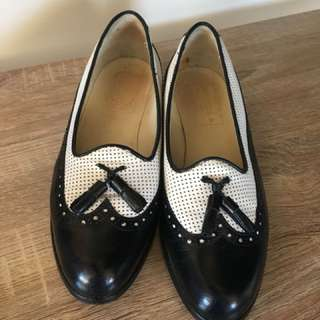 Donzella vintage black and white flats