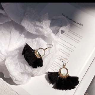 Lynsey Tassel Earrings (black)