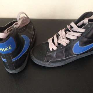 Nike shoes..size 6 for men/women..from us..