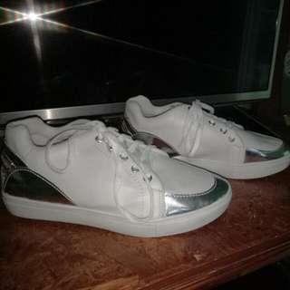 Sale Sepatu Kets Baru