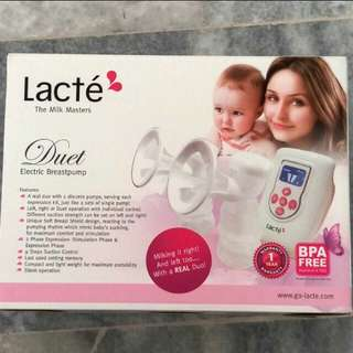 Lacte Duet breastpump and free gift
