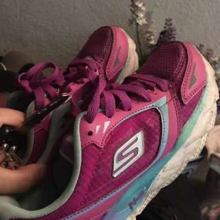 Sketchers sports shoes
