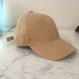 Beige/Brown Cap