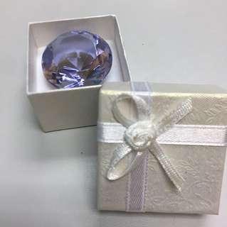 紫藍色水晶,直徑3cm,連禮物盒