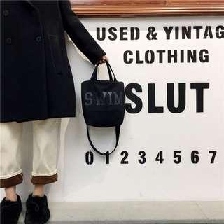 《早衣服》1月心開始❤️字母印花帆布包寬肩帶單肩背斜背手提購物袋方包小包(預)