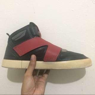 Puma Sneakers (US 8.5)