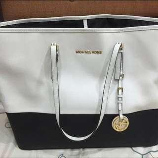Michael Kors 黑白雙色肩背包